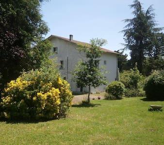 LOUE GRANDE MAISON À VIC-FEZENSAC - GERS - Vic-Fezensac - Villa