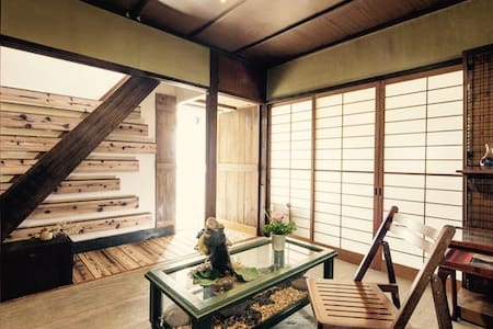 Build 50 years old classic home w/ wooden balcony - Jōyō-shi