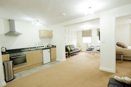 Luxury Apt close to City Centre & M1/M62 motorways - Appartement