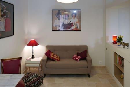 """Grand studio """"Le Relais du Clocher"""" coeur d'Irigny - Irigny - Apartment"""