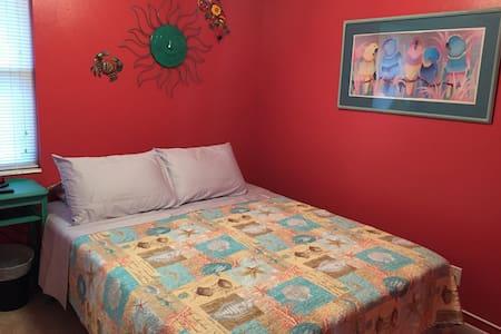 Comfortable/clean house in quite safe neighborhood - Fort Walton Beach - Casa