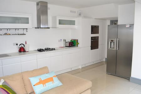 RWC House in Central Swansea! - Swansea - Dom