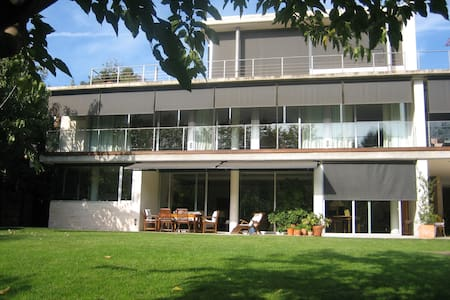 Nice house in Barcelone with garden - Hus