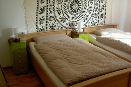 "gemütliches Doppelzimmer ""Afrika"" Blick ins Grüne - Seluruh Lantai"