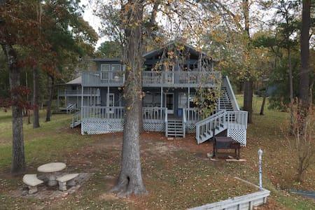 Thomas Paradise on Lake Livingston - Pointblank - House