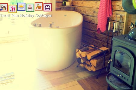 Romantic Cabin with bath and fireplace, Torni Talu - Pulli - Chalet