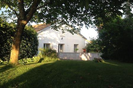 Chambre calme proche Futuroscope et Poitiers - House