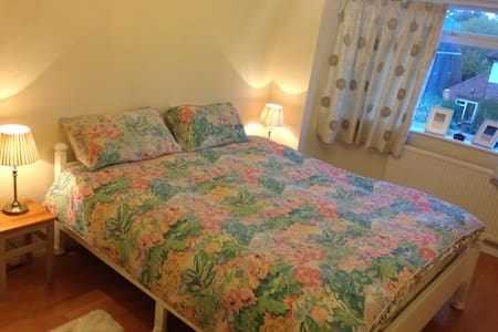 Double bedroom shared bathroom - Colchester - House
