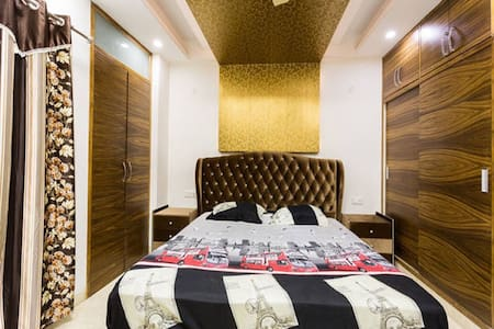 AC Private Bedroom + Living Room + Kitchen & Wifi - Apartment