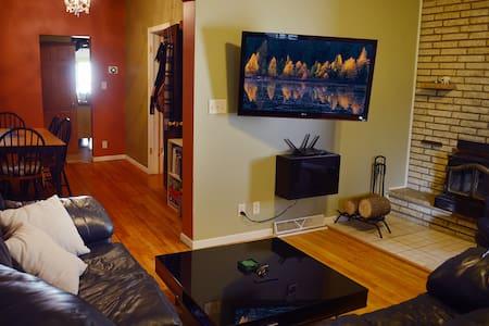 Cozy St. Paul Home - 1.5mi to Xcel Energy Center - Saint Paul - Casa