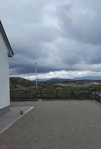 Mountain views a beautiful New home - House
