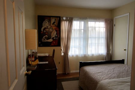 Private room close to the shore/NYC - Hazlet - Casa