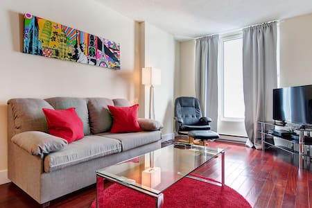 COMFY APT IN OLD MONTREAL - Montréal - Apartment
