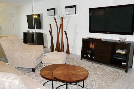 Upscale Condo in Central Location - Marco Island - Lejlighed