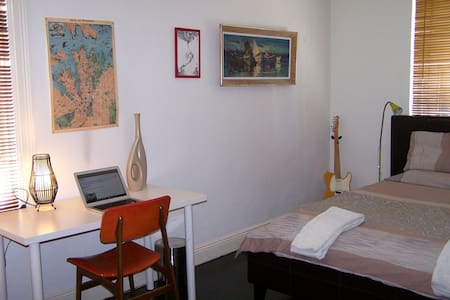 LARGE QUIET DOUBLE ROOM - Darlinghurst - Apartment