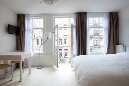Bed & Toaster – guestroom Amsterdam