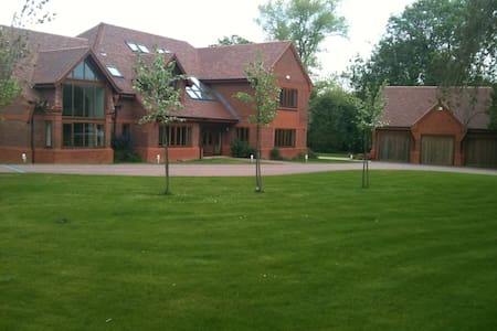 5 Bed Luxury House near Winchester - House
