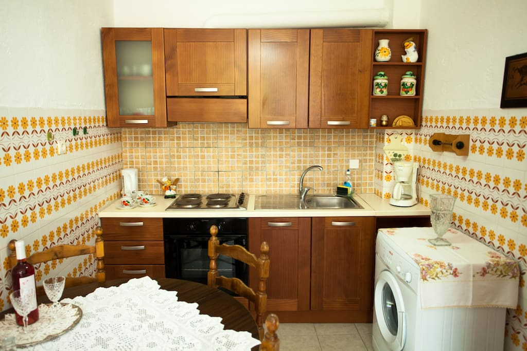 fully equipted kitchen