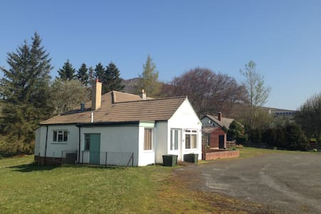 Cluarin Cottage B&B,  Amulree, Perthshire, PH80BZ - Amulree - Bed & Breakfast