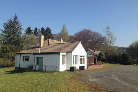 Cluarin Cottage B&B,  Amulree, Perthshire, PH80BZ - Bed & Breakfast