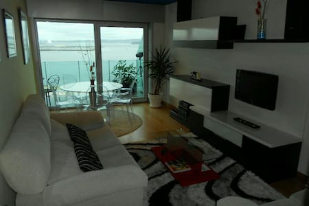 Beautiful, cozy and relaxing apartment for four guests with spectacular sea view and 200 meters from beach or Sada´s downtown. Fully equipped, kitchen, 2 baths, 2 terraces, one South and one North. Quiet area with gardens and playground .
