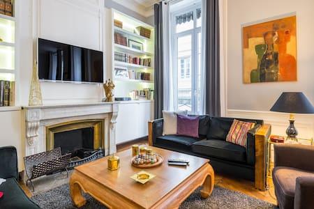Un appartement au coeur d'Ainay - Apartament