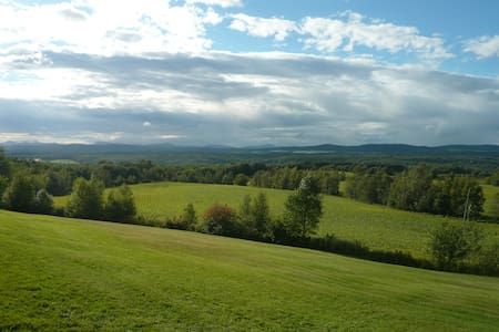 Hideaway with breathtaking 180 view - Stanstead-Est - Chatka w górach