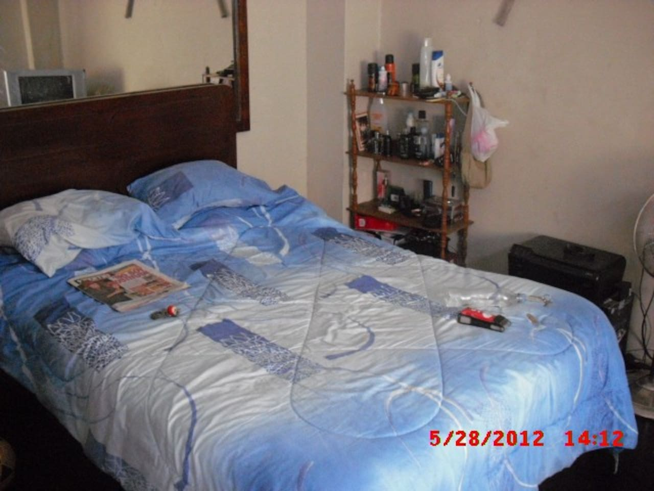 This is the main room got a king size bed with a clean new sheets cable tv and Wi Fi for you to enjoy