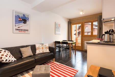 Le Caribou; flat for 4 on the piste - Appartement