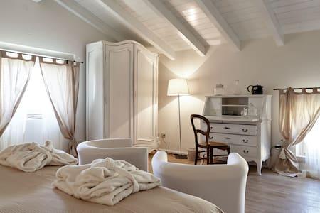 Country house with view in Verona - Verona - San Peretto di Negrar - Negrar - Haus