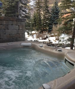 West Vail Riverfront 2bed, hot tub - Vail - Apartment