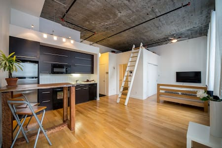 Modern Loft Near Subway, Steps to Downtown - Montréal - Loft
