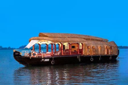 Aqua Jumbo Houseboat - Kumarakom