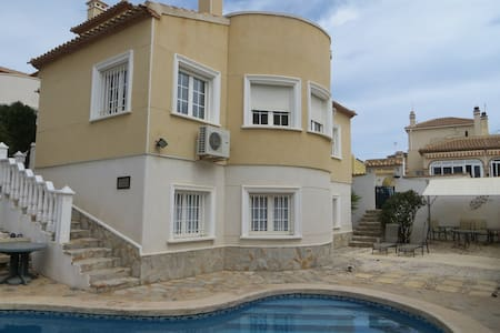 Villa Filipinas with Breakfast - San Miguel de Salinas - Bed & Breakfast