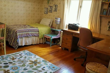 Private Bedroom(s) for RNC - Close to All! - South Euclid - Haus