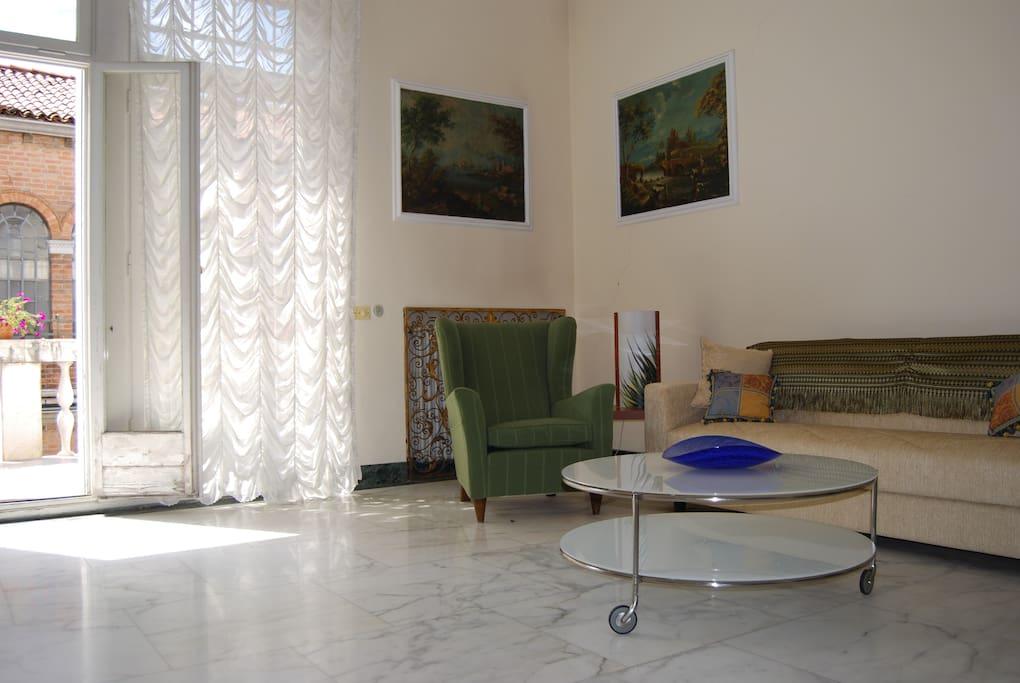 salone con ingresso terrazza