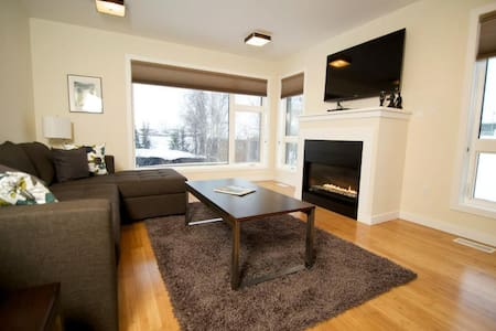 Luxury water front duplex - Yellowknife - Rumah