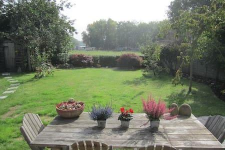 New! Surrey cottage close to London - West End - Vila