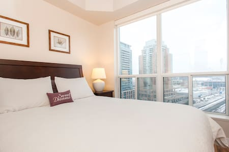 King West 1 Bed+parking FALL RATES