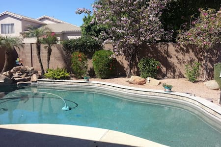 Lovely upgraded home in Chandler - Casa