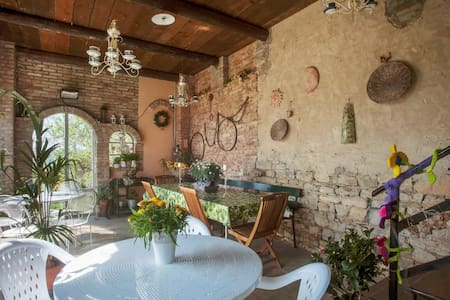 Romantico B&B immerso nel verde / Camera Tulipano - Bed & Breakfast