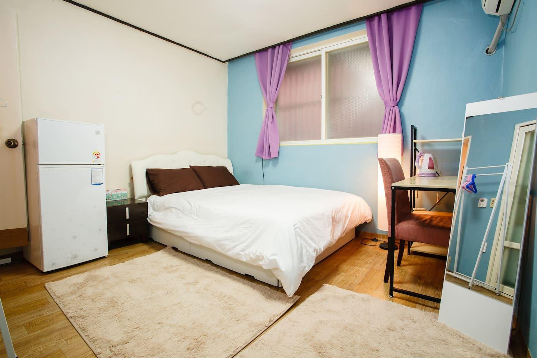 Queen bed, fridge, desk, mirror, clothing rack, private bathroom, private kitchen, etc.