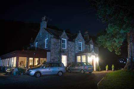 KILMICHAEL HOUSE/STUNNING VIEWS - Loch Ness - Bed & Breakfast