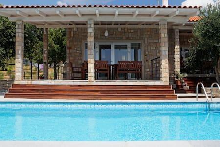 House Sole - perfect located - BBQ - shared pool - Vallo della Brazza - Villa