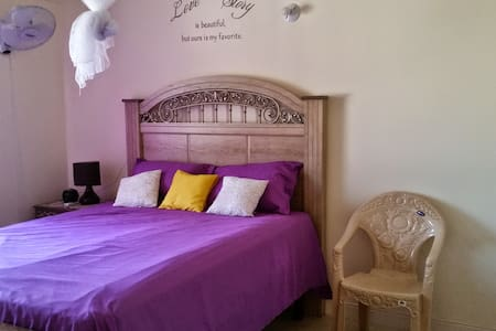 Cool En Suite Room Vacation Rental - Spanish Town - Casa