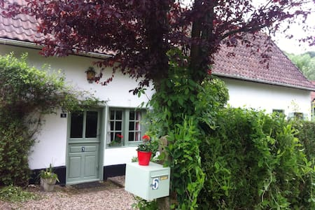 Lovely traditional cottage - Huis