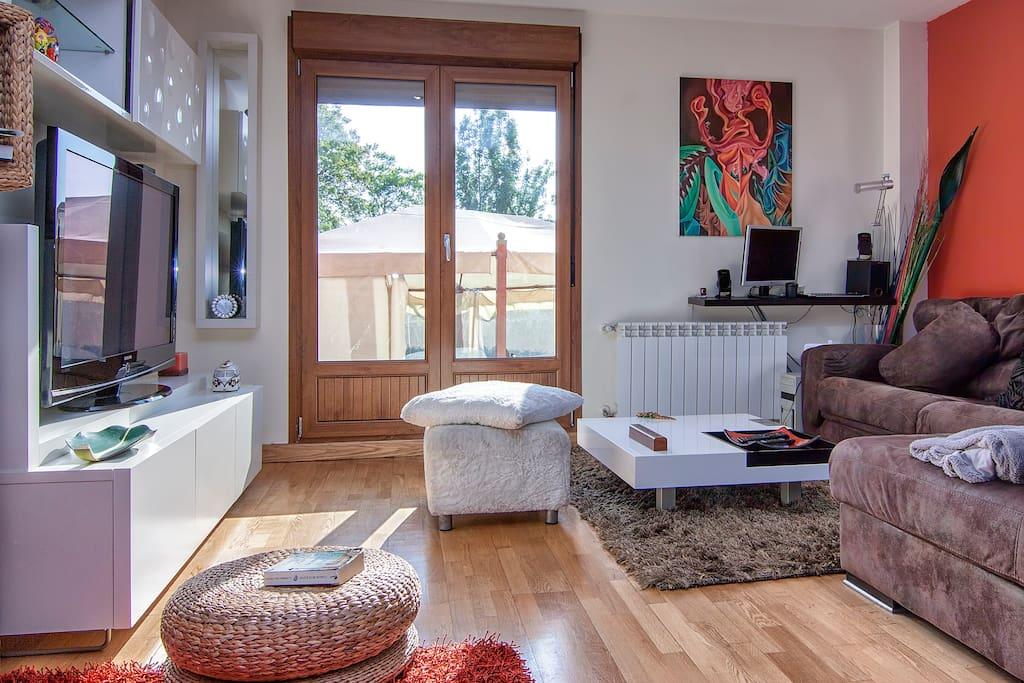 magnifico chalet en tanos, zona residencial, espacioso salon