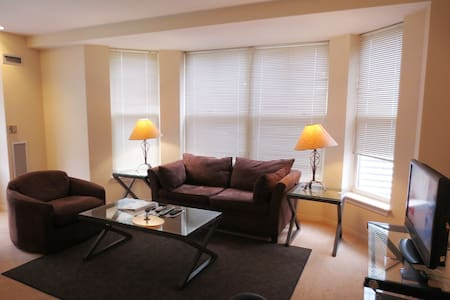[1125] 2 BR Apt in Fenway Mid-Rise