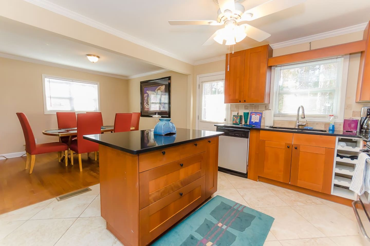 Fully Equipped Kitchen with a large Island, great for cooking