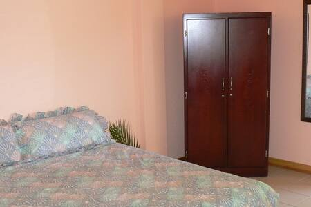 One Bedrm Unit 5mins from  Airport - Vieux Fort - Bed & Breakfast